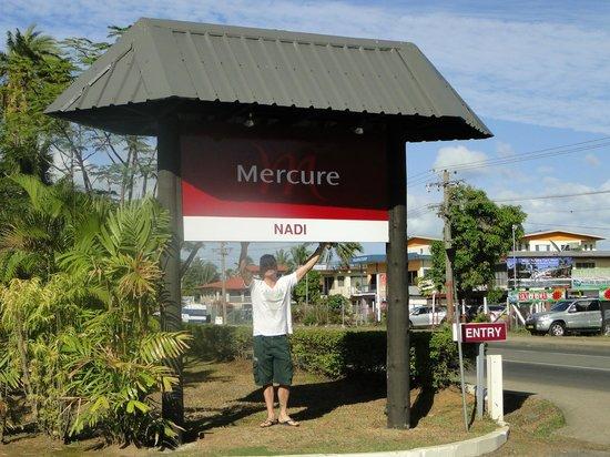 Mercure Nadi : Main Entrance