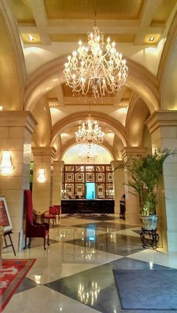 Beijing Hotel NUO : Hotel lobby and reception