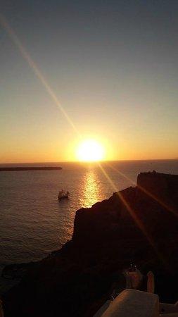 Esperas: テラスからのイアの夕陽