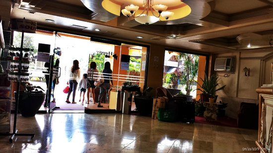 Phela Grande Hotel and Convention Center: Lobby