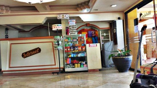 Phela Grande Hotel and Convention Center: Souvenir shop