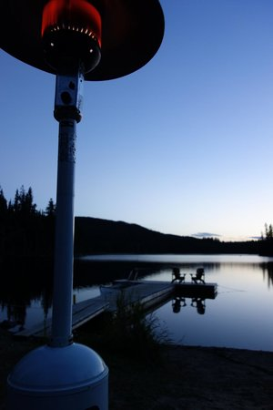 Star Lake Resort : Sitting by the lake in the evening