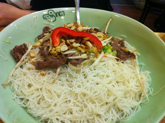 Chinco Vietnam Restaurant: Dry rice noodles in fish sauce (beef)