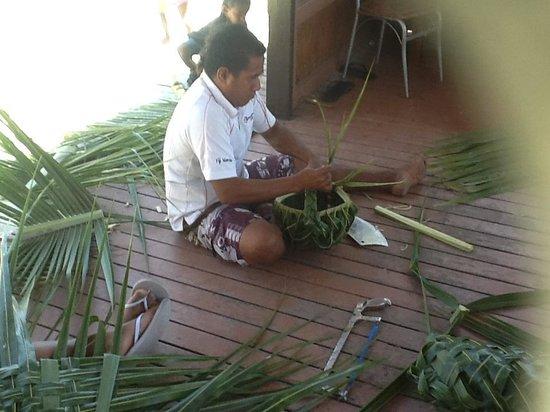 Smugglers Cove Beach Resort & Hotel: Basket Weaving