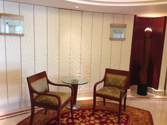 Shangri-La's Eros Hotel: Floor lift lobby