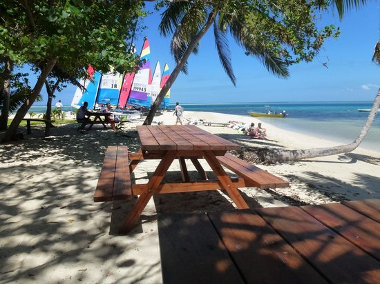 Leleuvia Island Resort : Sea, sail and sun.