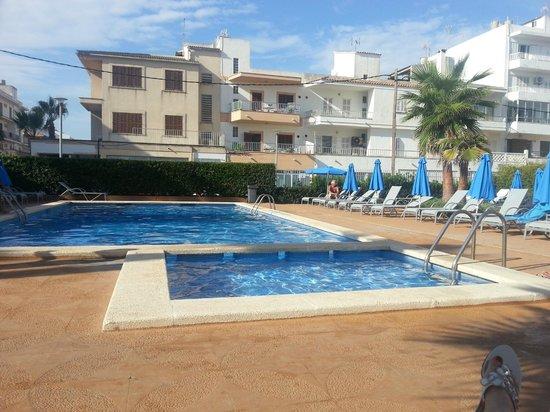 Hotel JS Ca'n Picafort: Pool sauber und meistens ziemlich leer. Liegen kostenlos
