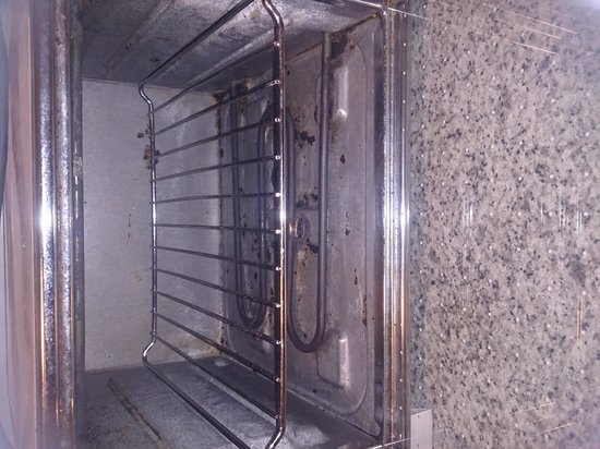 Don Salva Apartments: dirty grill