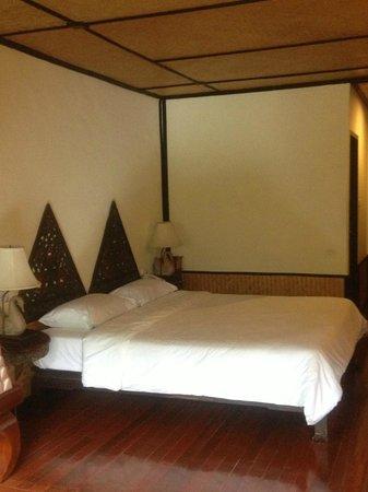 Lampang River Lodge: Bed