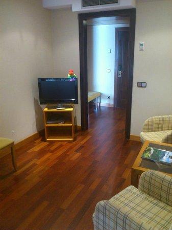 NH Oviedo Principado: Sala de estar. Suite 201