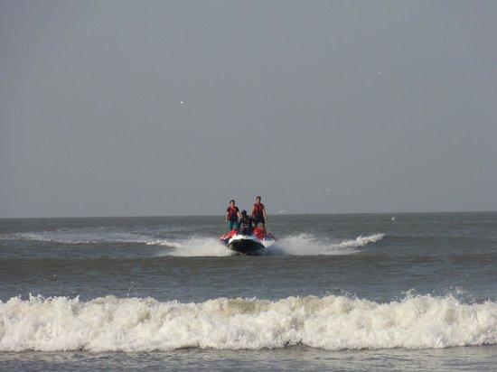 Lotus Beach Resort: water sports