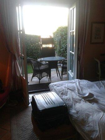 Le Mas de Pierre Hotel: Vue sur le jardinnet