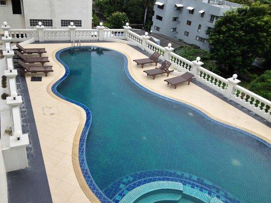ホープランド エグゼクティブ サービスアパートメント, プールは乾期に(笑)