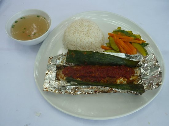 Long Hiang Coffee Shop: Grilled Fish Set (Ikan Pepes)