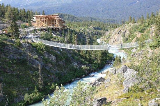 Stikine Region, Canada: The bridge and Cliff Side Restaurant
