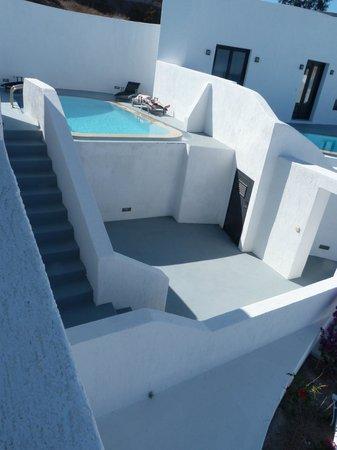 Ambassador Aegean Luxury Hotel & Suites: Pool and lower courtyard