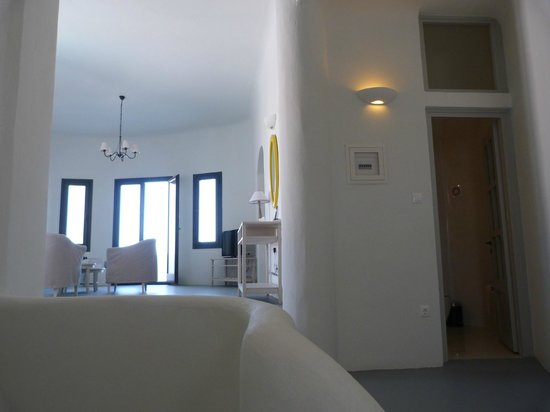 Ambassador Aegean Luxury Hotel & Suites: Living area and the guest/3rd bathroom