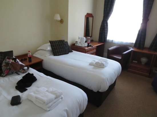 Mandolay Hotel & Conference Centre: Family Hotel Room