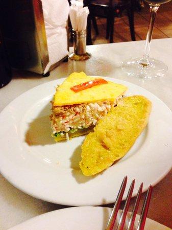 La Ermita Tapas Bar: Tortilla rellena de cangrejo y atun