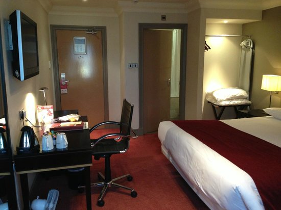 Greswolde Arms Hotel: Spacious room