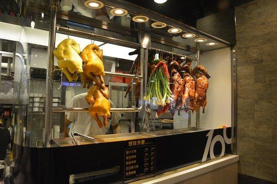 Check Inn HK: Typical Hong Kong restaurant