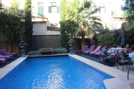 Hotel L'Avenida: The pool area