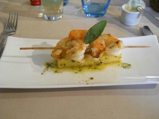Le Vinave: Scampi polenta a la sauge