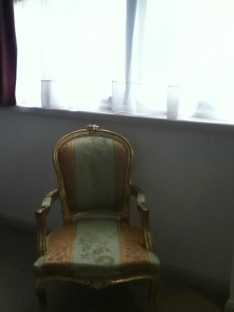Jolyon's at No. 10: Beautiful, but incredibly uncomfortable chair. room 208