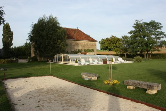 Château de Ribourdin : vu piscine