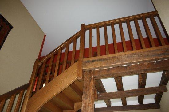 Château de Ribourdin : escalier accès chambres