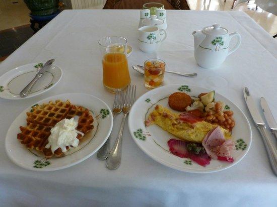 โรงแรมราฟเฟิลส์ เลอ รอยัล: 朝ごはん