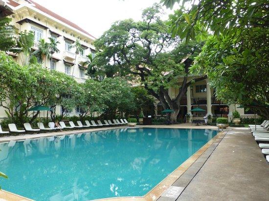 โรงแรมราฟเฟิลส์ เลอ รอยัล: 広い方のプール