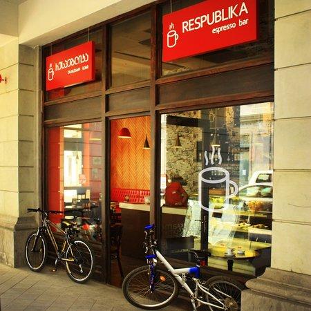 Respublika Espresso Bar: Bikers love this place.