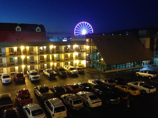 Valley Forge Inn: Smoky Mtn Wheel from the Island at night