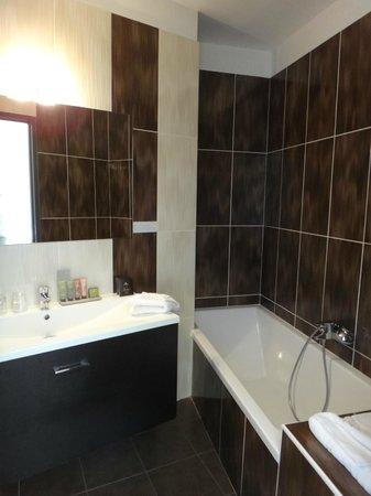 Hotel Chez Charles : la salle de bains