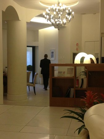 UNA Maison Milano: The tiny lobby but with big hearted staff