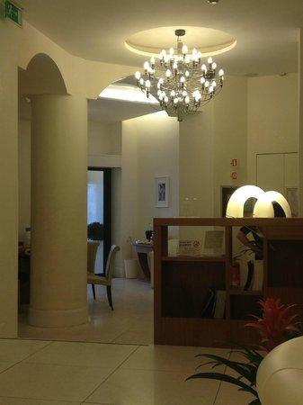 UNA Maison Milano: The peaceful lobby