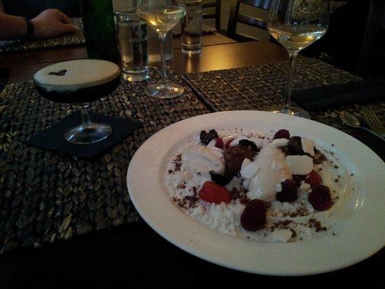 LMNT - Cafe & Lounge: fantastisk dessert med bla peberis