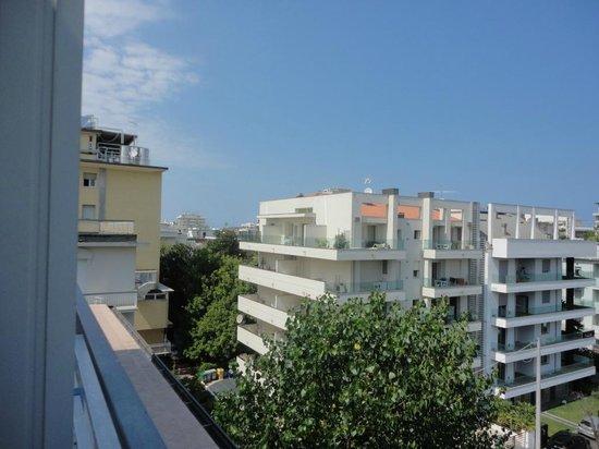 Mini Hotel : a view (balcony)