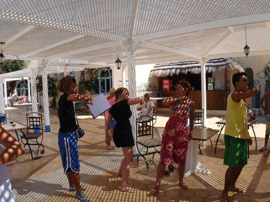 Hotel Djerba Les Dunes: la danse du club