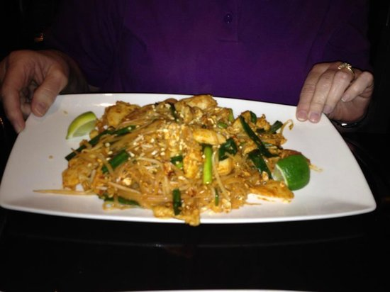 Tien: Chicken Pad Thai