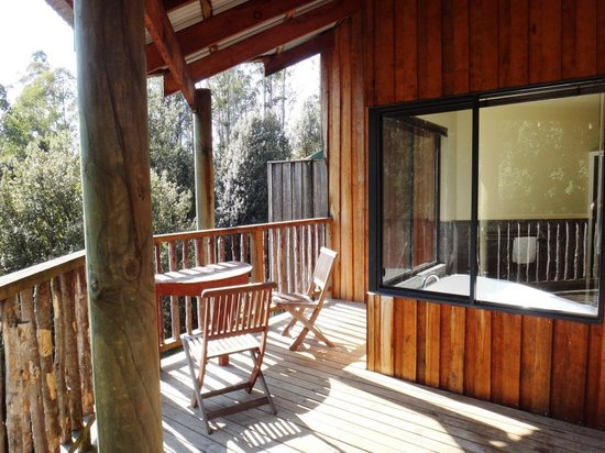 Lemonthyme Wilderness Retreat: Our sunny veranda & spa bath