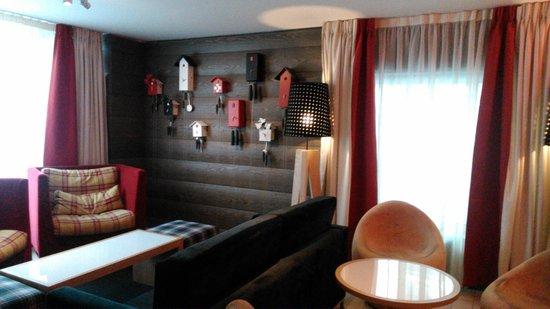 Agora Swiss Night by Fassbind: Zona de estar, entrada del hotel.