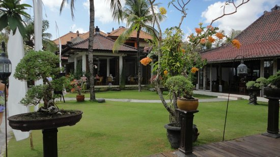 Keraton Jimbaran Beach Resort: grounds