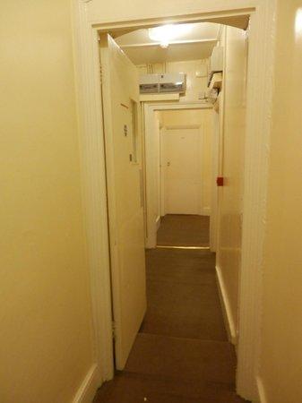 The Lonsdale Hotel: Corridoio fuori dalla nostra camera