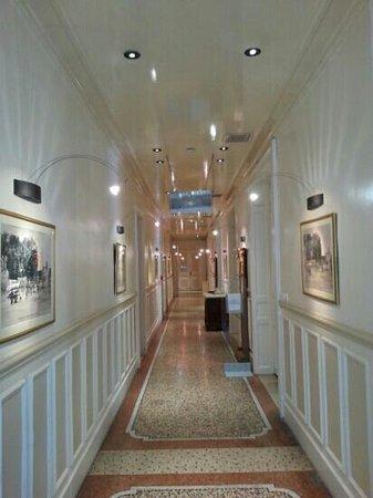Hotel Oceania Le Métropole : hall way at ground floor