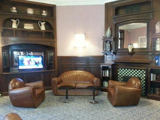 Hotel Oceania Le Métropole : lounche at front desk