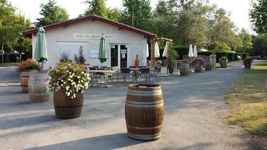 Yelloh! Village Saint Emilion: The little restaurant area
