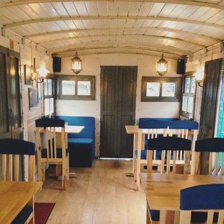 Dalat Train Cafe: look