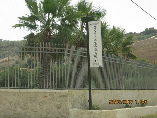 Borgo Giallonardo: ingresso